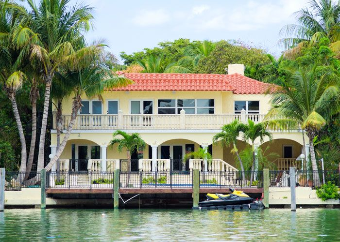 Luxury House with Waterfront View
